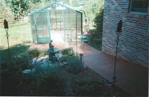 Free standing greenhouse